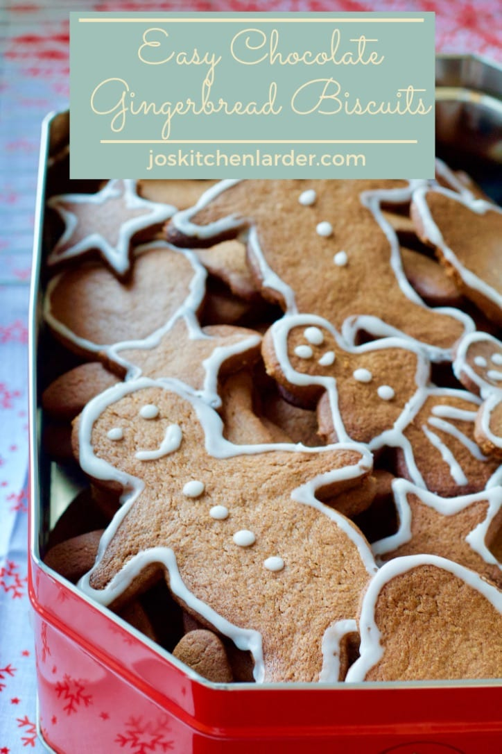 These Easy Chocolate Gingerbread Biscuits are full of Christmas spices & a touch of cocoa. Perfect crunchy Christmas biscuits you can bake with your kids! #gingerbread #biscuits #cookies #christmas #baking