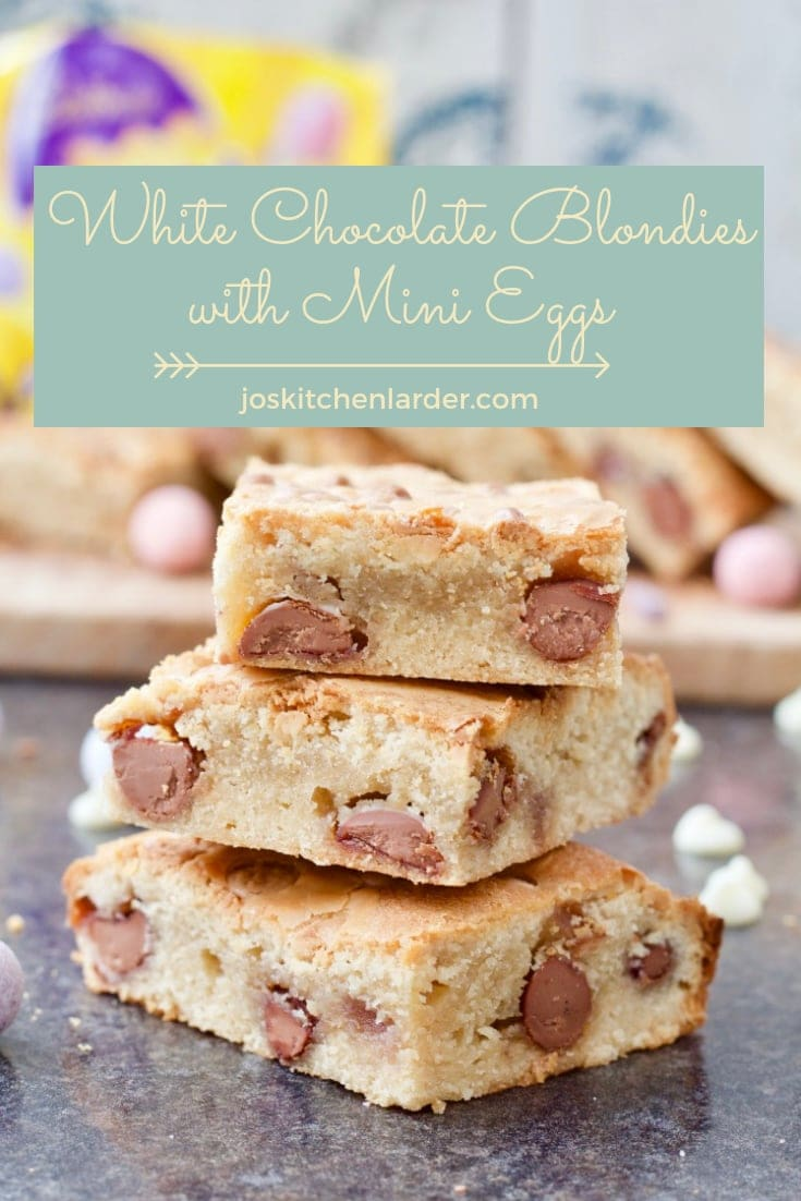 These delicious and dense white chocolate blondies (with Mini Eggs thrown in for good measure) are to die for! Delicious treat and not only for Easter! #whitechocolateblondies #blondies #whitechocolate #minieggs #Easter #traybake