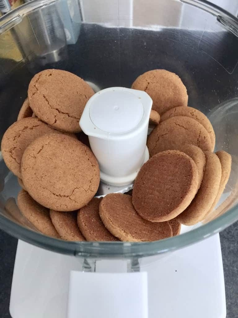 Ginger biscuits in a food processor.